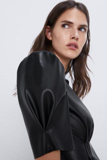 ROCHIE CU EFECT DE PIELE Zara
