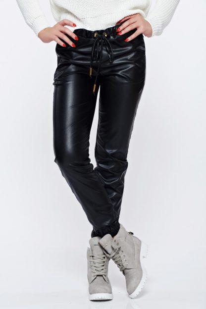 Pantaloni PrettyGirl negri casual din piele ecologica cu talie medie cu buzunare cu fermoar