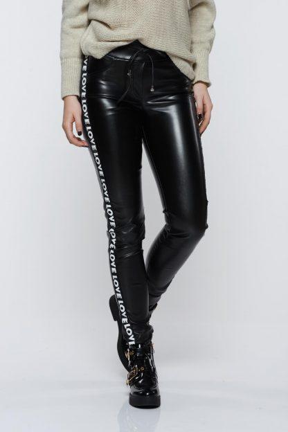 Pantaloni Ocassion negri casual cu talie medie din piele ecologica
