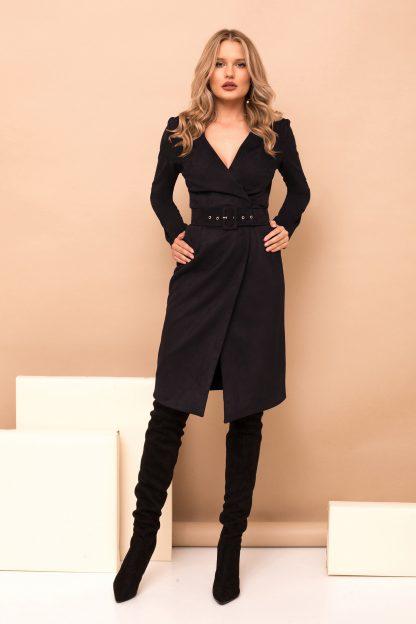 Rochie PrettyGirl neagra midi eleganta tip creion din imitatie de piele petrecuta cu accesoriu tip curea cu decolteu in v cu maneci lungi
