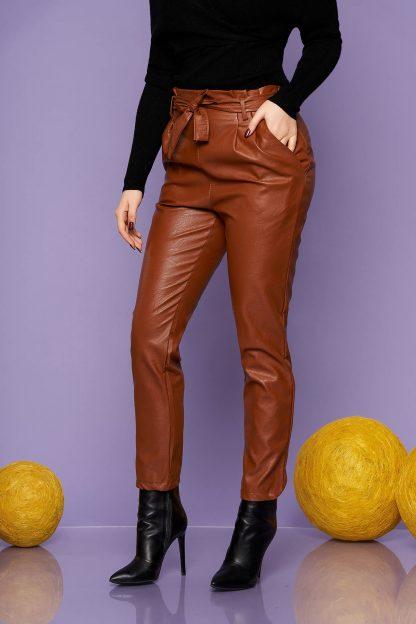 Pantaloni SunShine maro casual conici din piele ecologica cu talie inalta cu buzunare accesorizati cu cordon